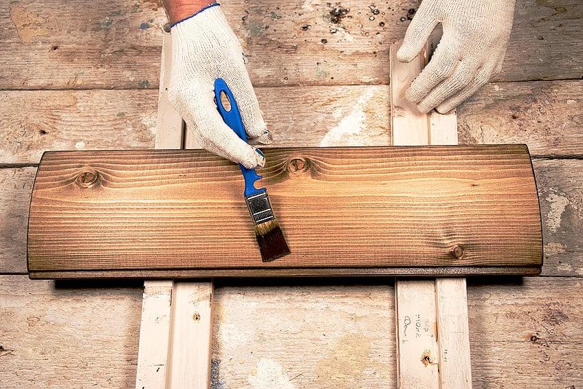 painting wood varnish