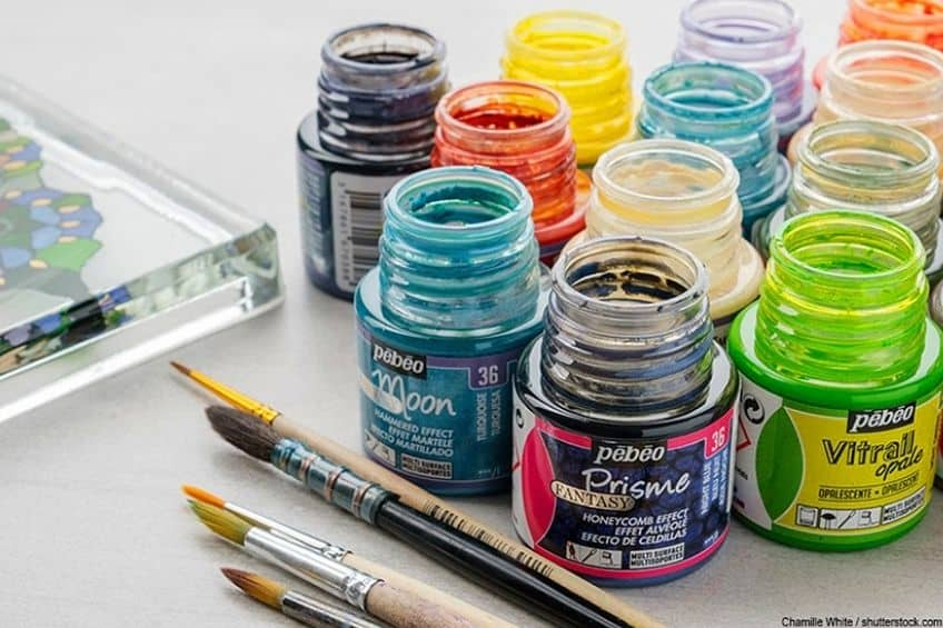 can you use acrylic paints on glass