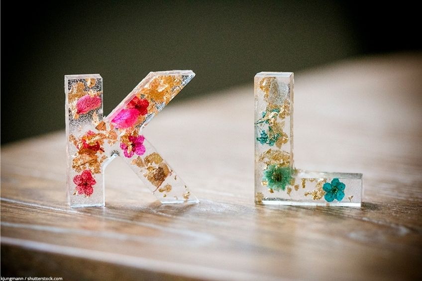 how to preserve flowers in resin