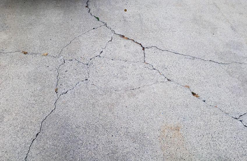 Repairing Driveway with Acrylic Driveway Sealer